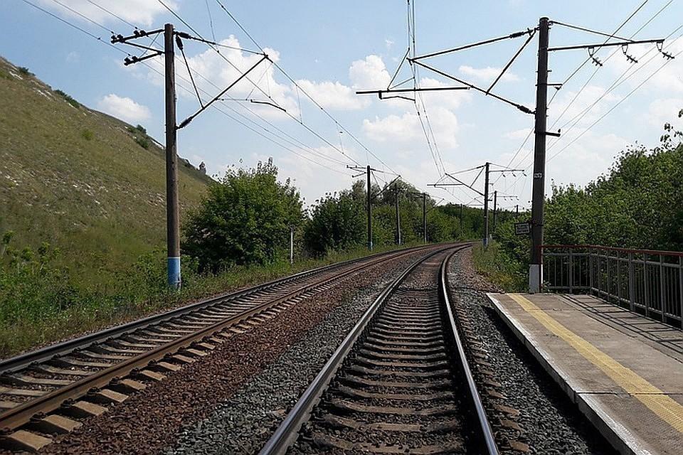Задержка поездов РЖД: под Иркутском из-за камнепада на путях остановлены пять поездов.