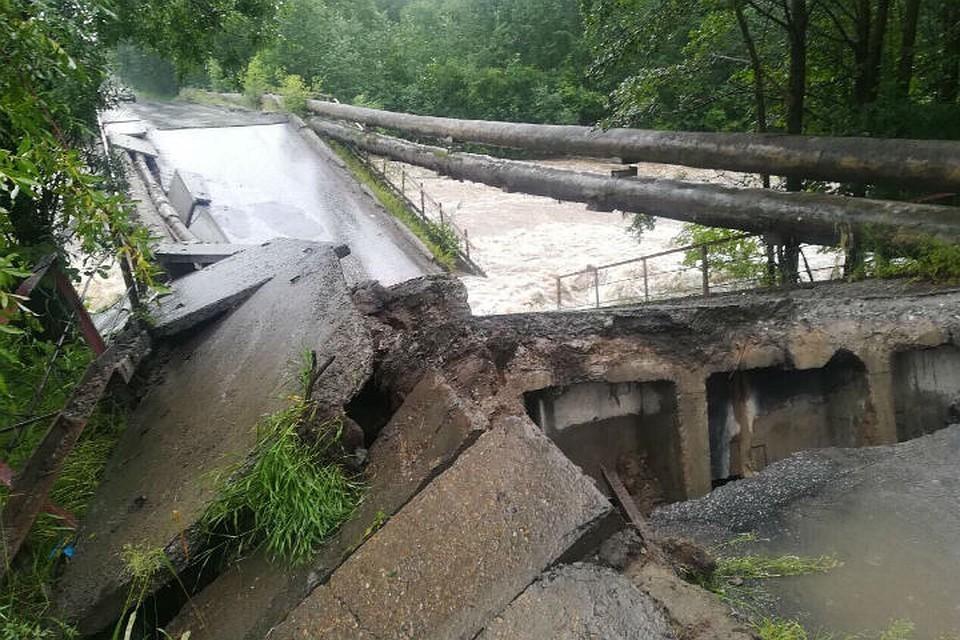 Наводнение в Байкальске, как и в 1971 году, разрушило мост. Фото: инцидент иркутск.