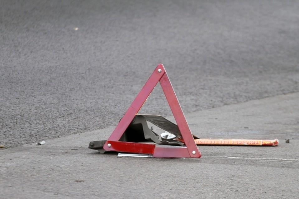 В Москве три человека пострадали в ДТП с участием грузовика и легковушки