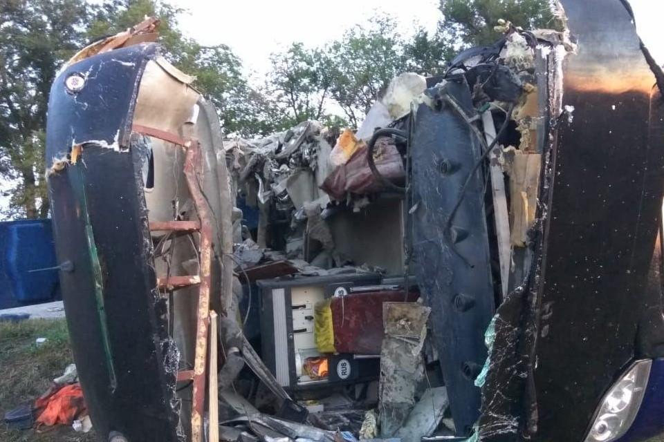 ДТП с участие автобуса и грузовика произошло в Ставропольском крае. Фото: очевидцы
