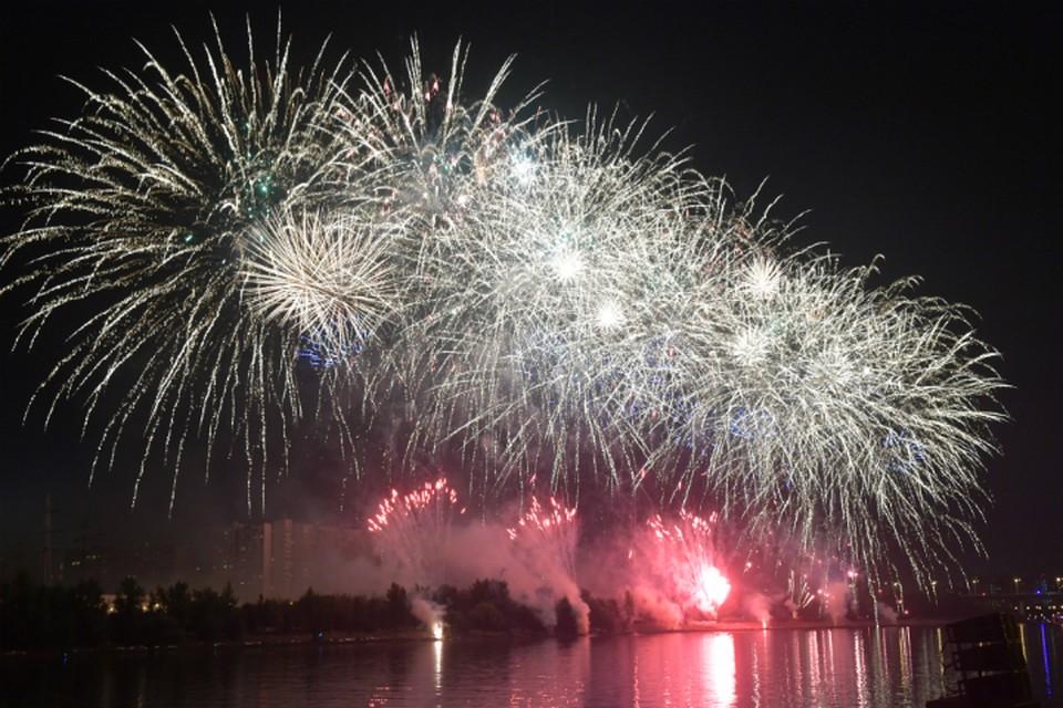 В Омске в День города прогремел праздничный салют