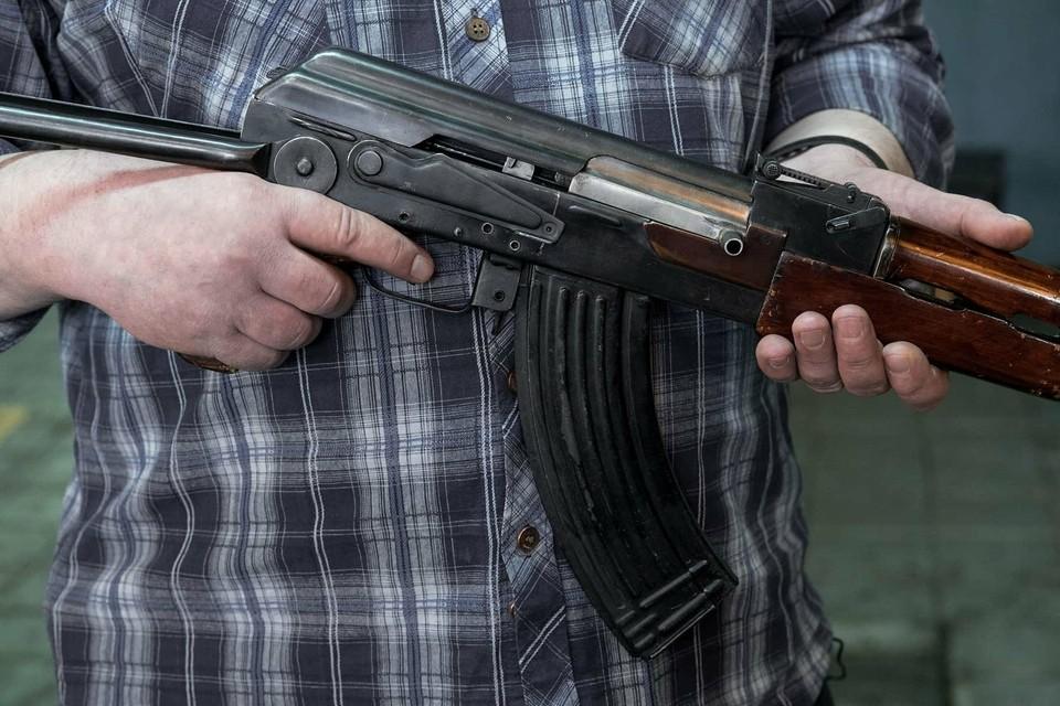 Молодой человек успел купить оружие и боеприпасы