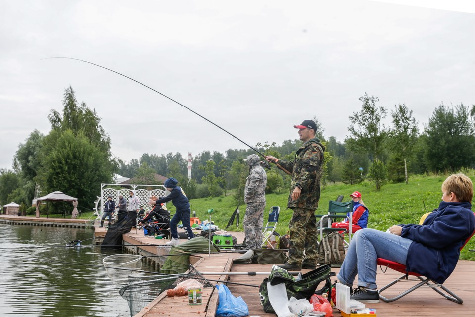 Рыболовный конкурс продолжался с 5 утра до 14 часов дня.