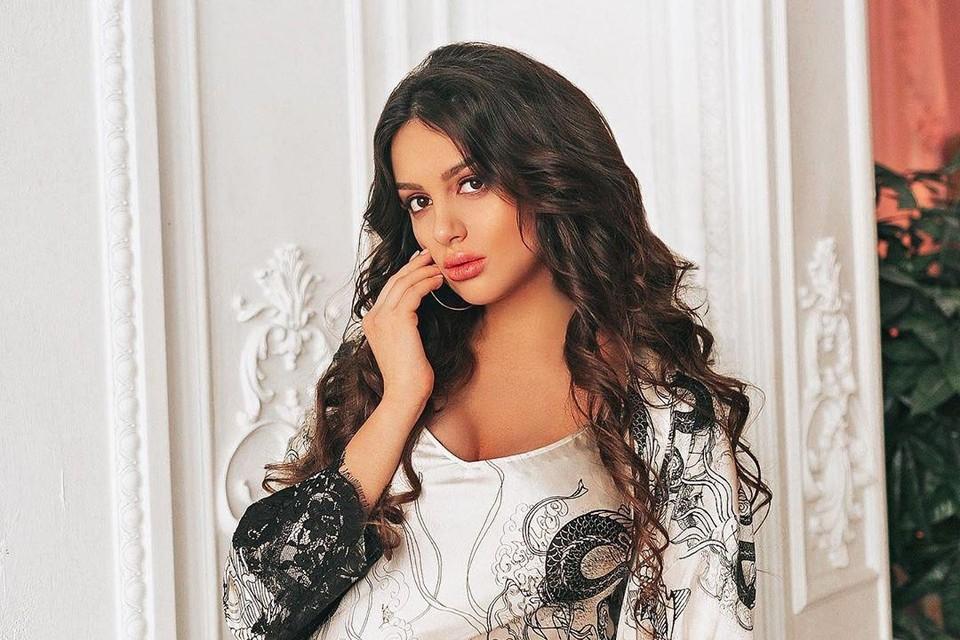Оксана Воеводина отменила отдых в Испании из-за болезни сына.
