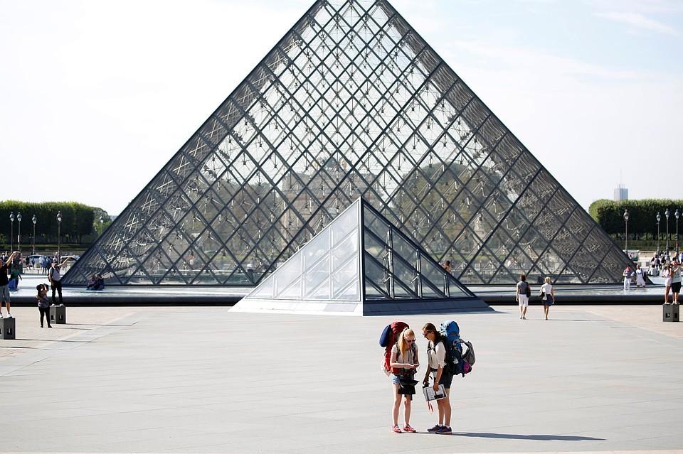 Совсем скоро билеты в Лувр можно будет купить только в интернете