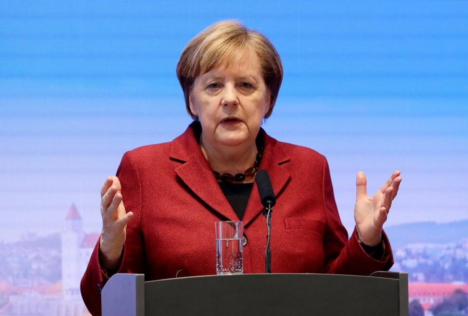 Меркель приветствовала размещение солдат США в Германии