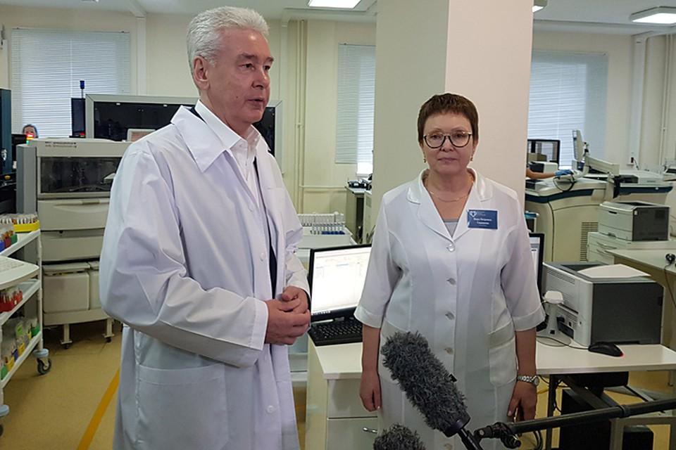 Сергей Собянин во время посещения Диагностического клинического центра № 1 на улице Миклухо-Маклая
