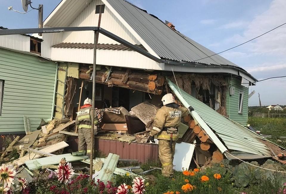 Из-за хлопка у дома рухнула стена. Фото: ГУ МЧС по Свердловской области
