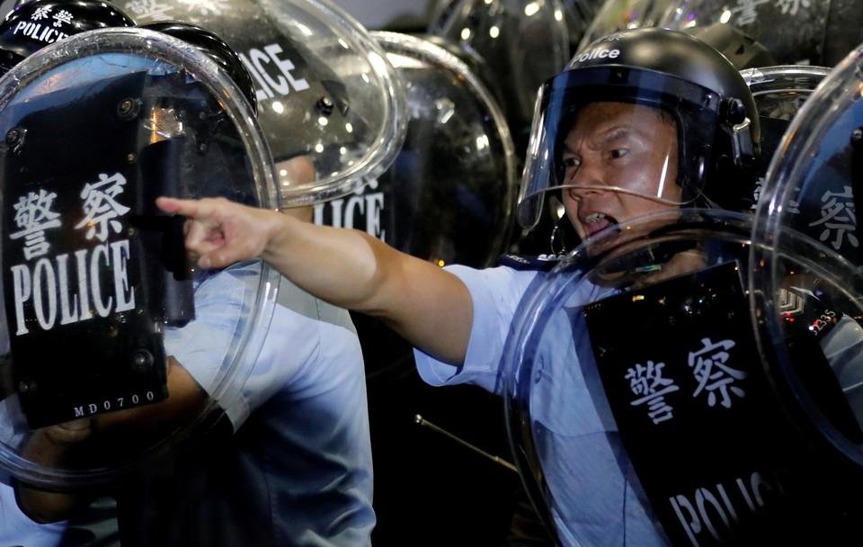 ЕС призвал власти Гонконга отказаться от насилия к протестующим
