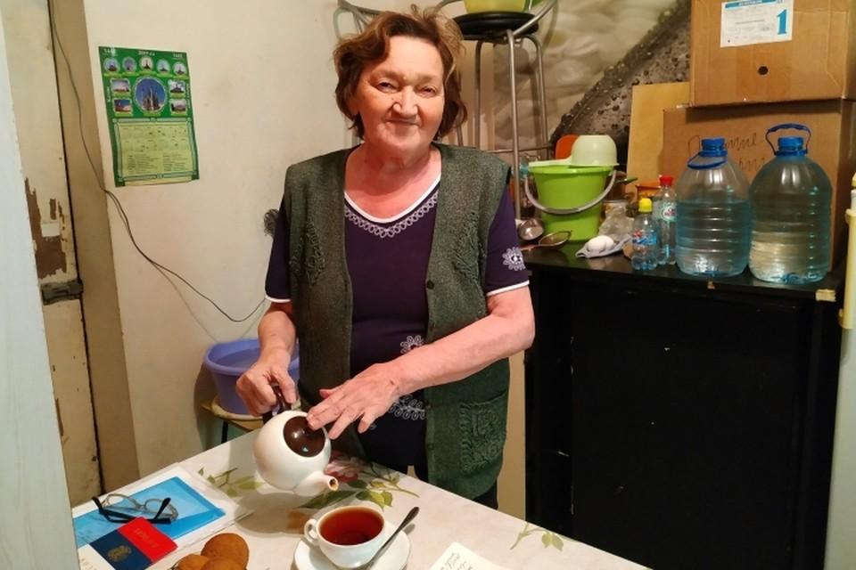 В съемной комнатке бездомная пенсионерка старалась поддерживать уют и чистоту.