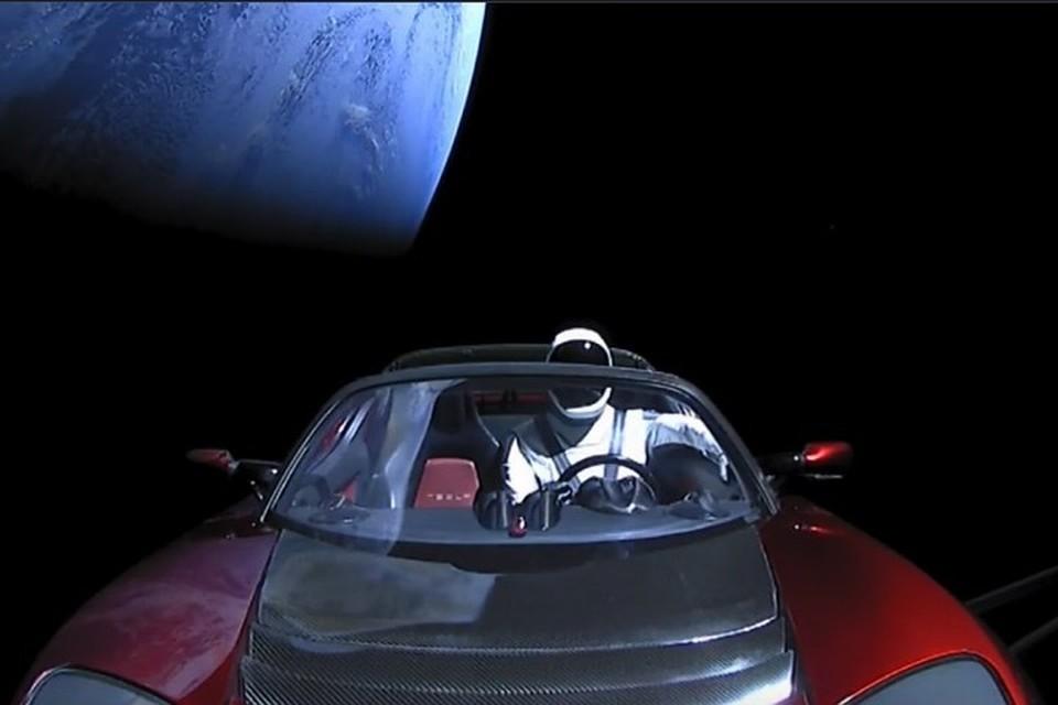 Космический электромобиль Илона Маска совершил первый оборот вокруг Солнца