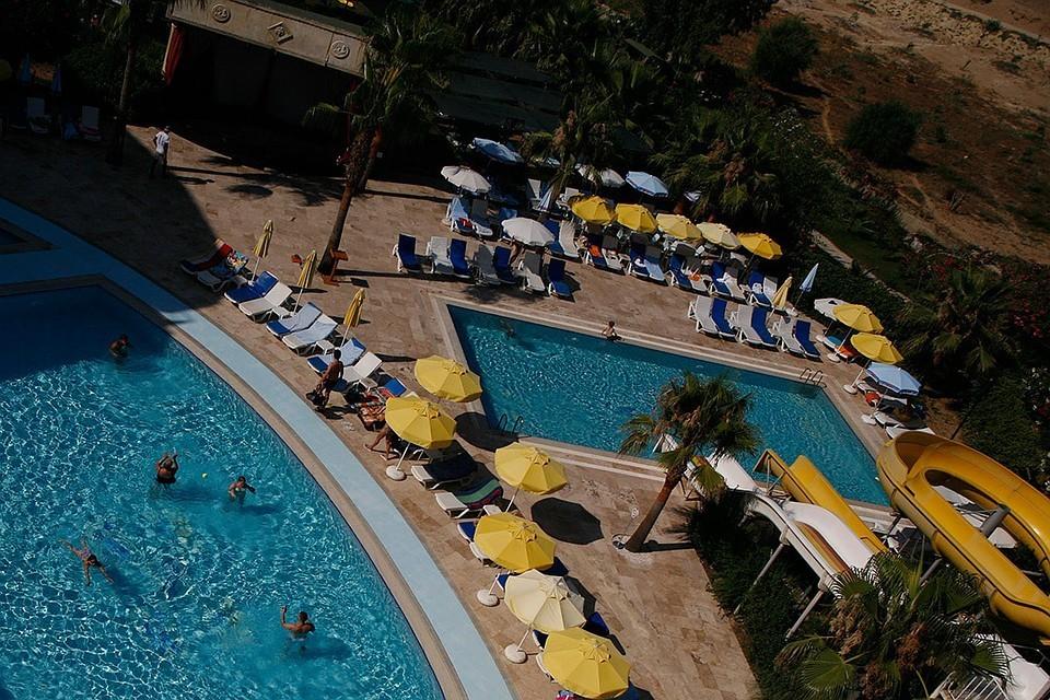 Петербургские врачи помогут девочке, которая едва не утонула в бассейне турецкого отеля.