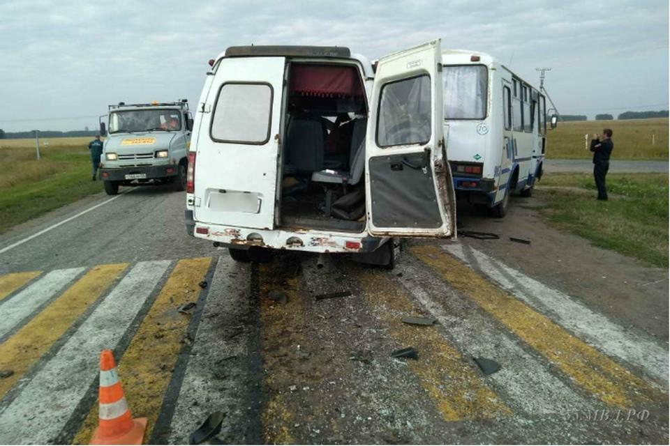 После ДТП автобуса с «Газелью» под Омском 6 человек попали в больницу
