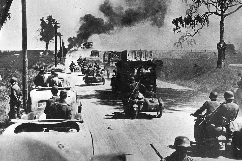 Сентябрь 1939 года. Немецкие солдаты рвутся к Варшаве.