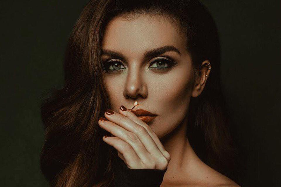 """Анна Седокова признается, что не считает себя актрисой, и очень волновалась перед выходом на сцену. Фото: instagram шоу """"Фальш"""""""