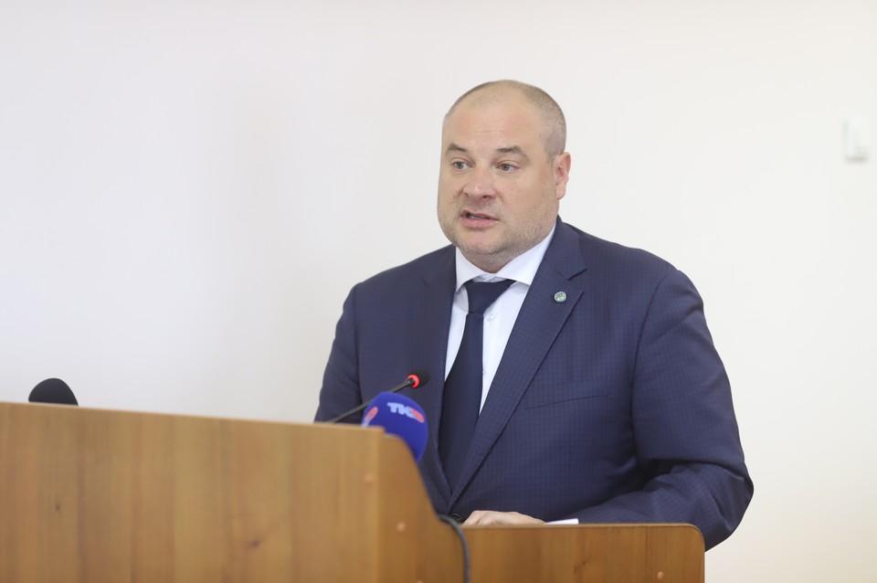Список отстающих - часть доклада, который представил вице-губернатор Игорь Греков (на фото).