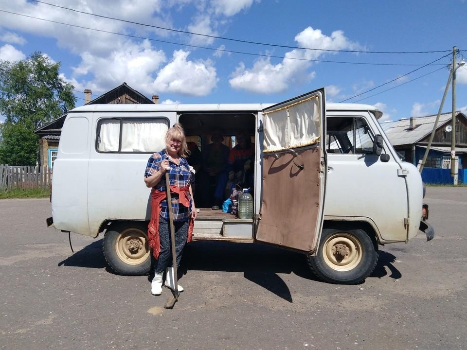 Проводником «КП-Коми» по Трехозерке выступила заведующая местной библиотекой Ирина Нестерова.