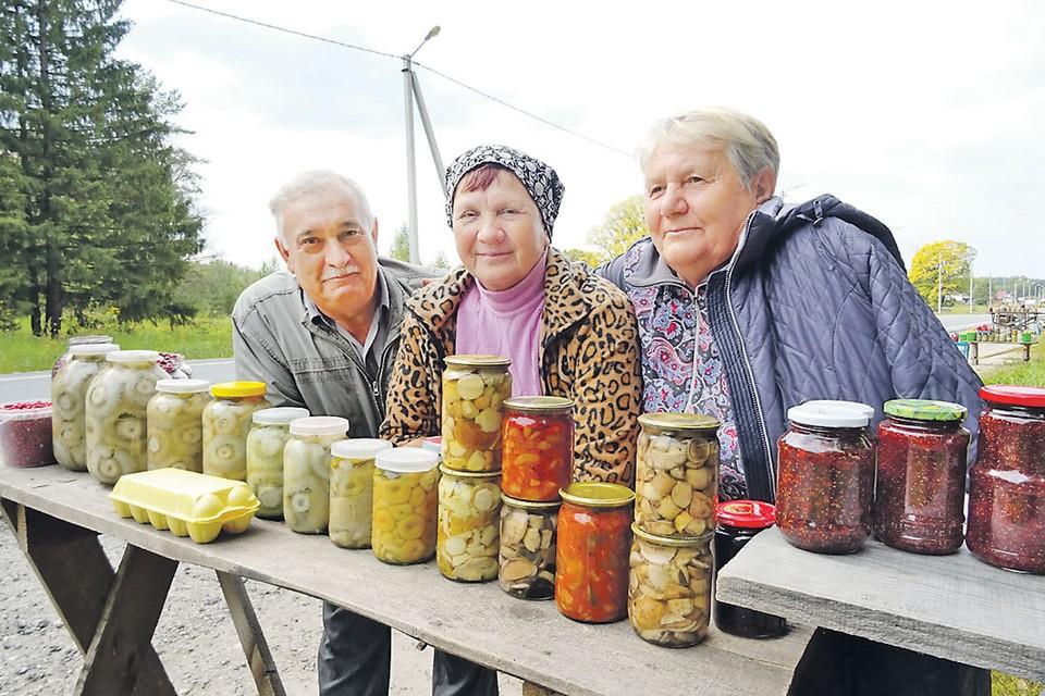 Продажа грибов для жителей этих лесных краев - возможность обеспечить свои семьи.