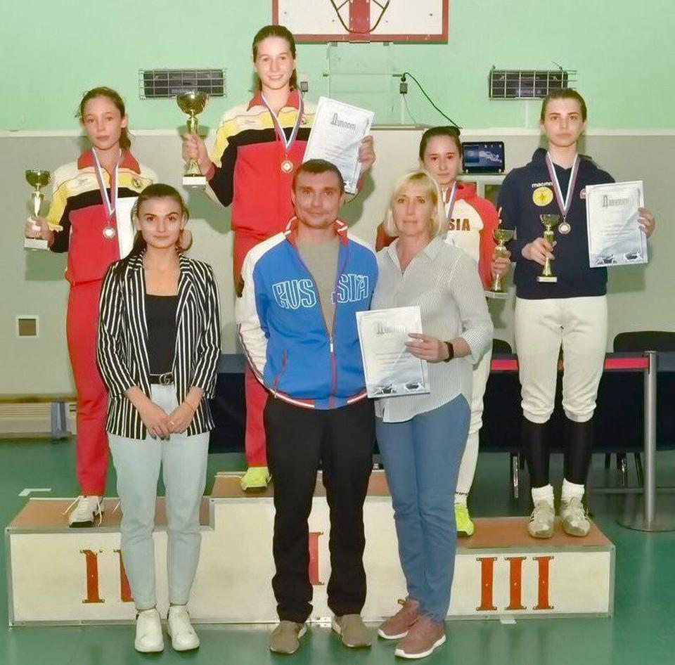 В соревнованиях приняли участие 127 спортсменок у девушек и 100 спортсменов у юношей