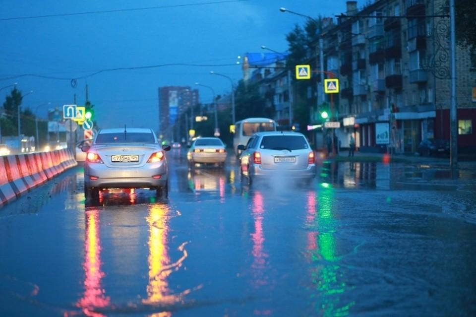 В реальности попытка проскочить дорожный водоем может закончиться чем угодно.