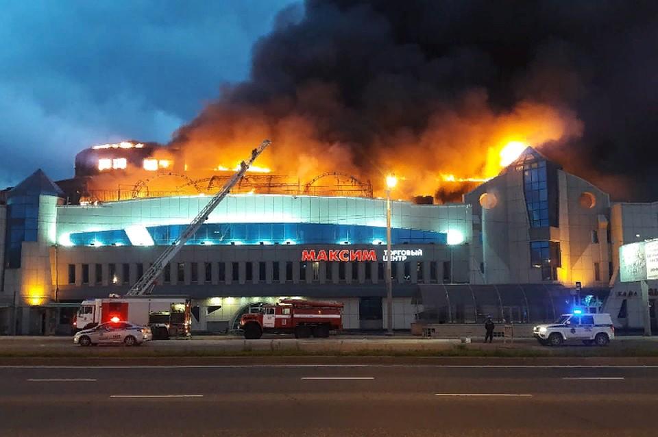 Полностью сгорел верхний этаж ТЦ. Фото: Dpscontrol125rus.