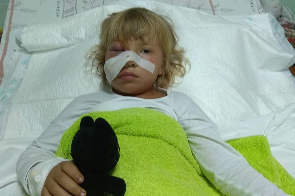 Маленькая Варя чудом осталась жива после нападения лошади. Фото: предоставлено семьей сайту crimea.kp.ru.