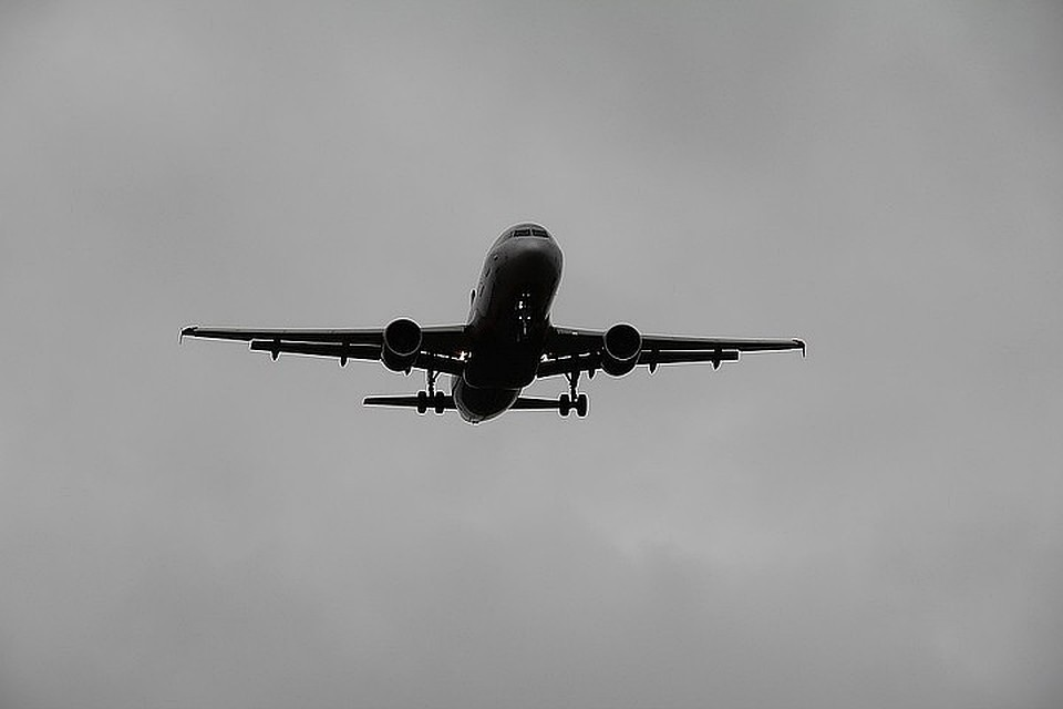 В Китае пассажирка открыла дверь самолета из-за духоты