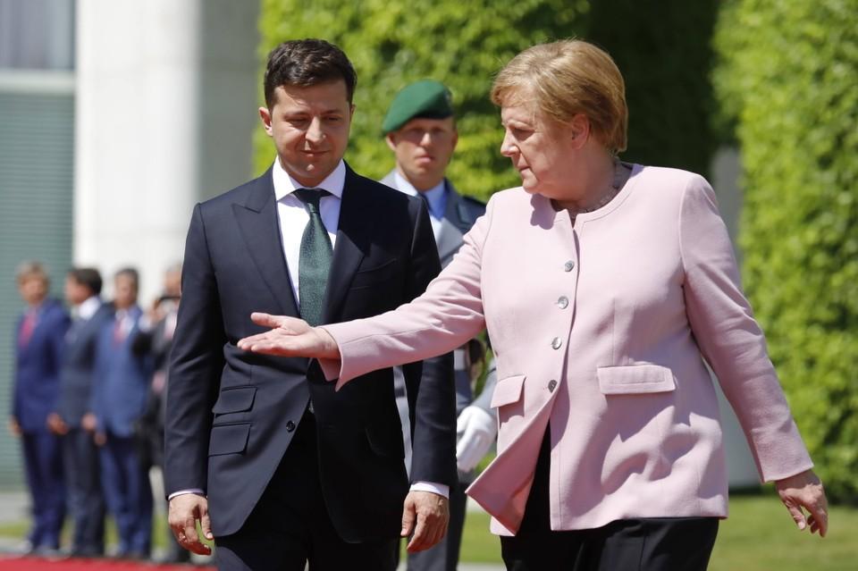 Владимир Зеленский заявил, что Меркель недостаточно сделала для Украины