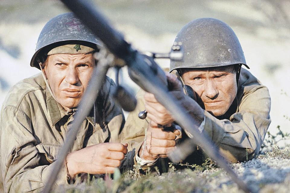 Георгий Бурков (слева) последний, кто видел Шукшина живым. Фото: Кадр из фильма