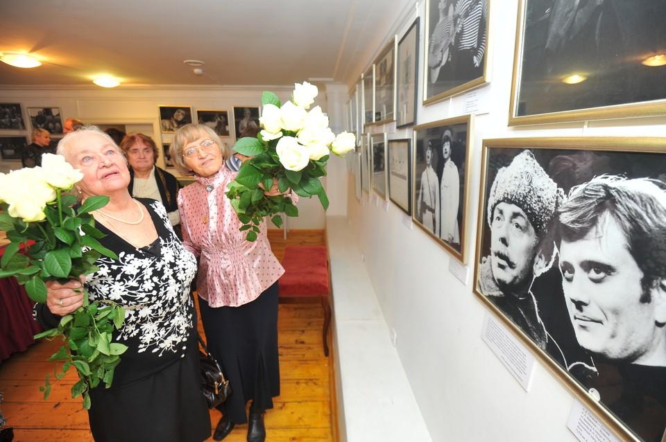 Надежда Каратаева (слева) прожила в браке с Анатолием Папановым более 40 лет
