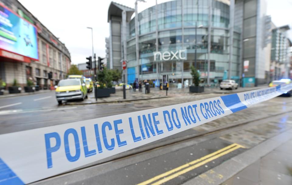 Оцепление у торгового центра Арндейл в Манчестере.