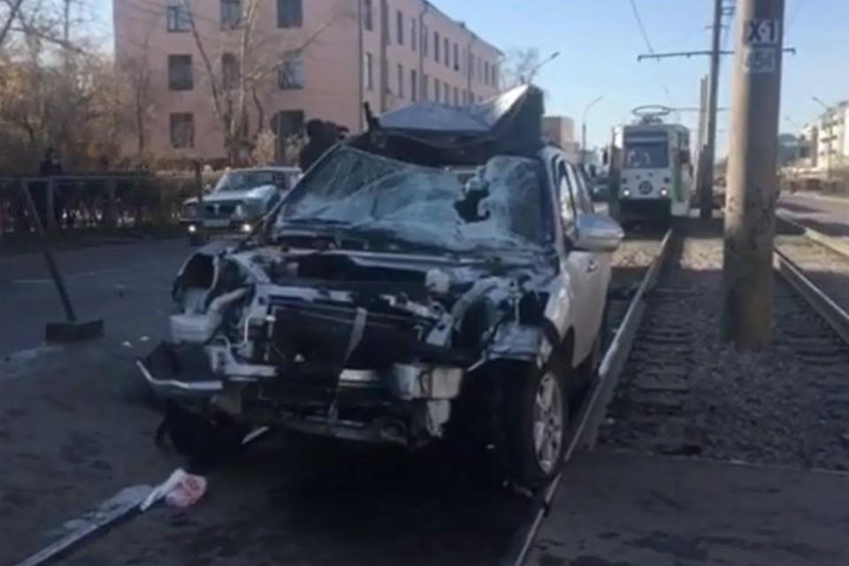 Иномарка врезалась в остановку в Улан-Удэ, двое пешеходов погибли. Фото: ГУ МВД по Бурятии.
