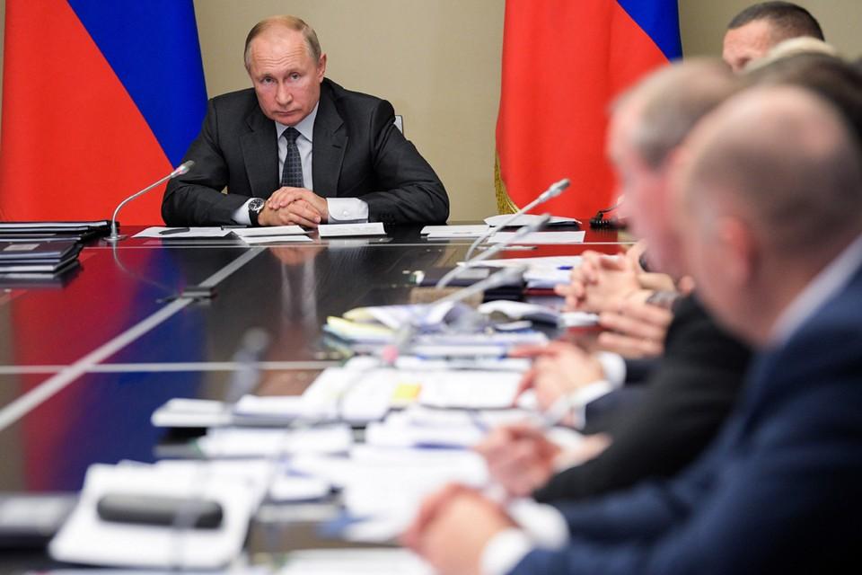 Президент Путин провел совещание по вопросам ликвидации последствий паводков в Иркутской области и на Дальнем Востоке. Фото: Михаил Климентьев/ТАСС