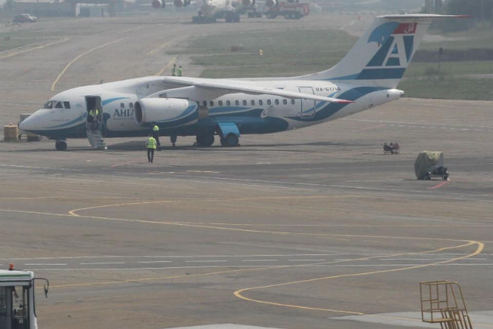 Видео: Ан-148, рейсом Иркутск-Мирный при посадке в аэропорту выкатился за пределы взлетно-посадочной полосы