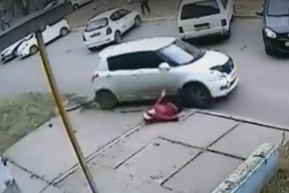 """На ангарского водителя, который сбил пенсионерку и переехал ее, возбуждено уголовное дело. Фото: """"ДТП 38RUS"""""""