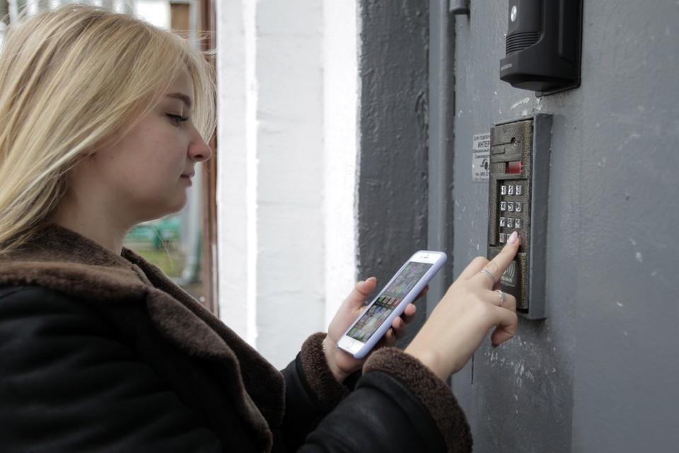 В интернет попали более 75 тысяч кодов домофонов и замков подъездов жилых домов в Москве.