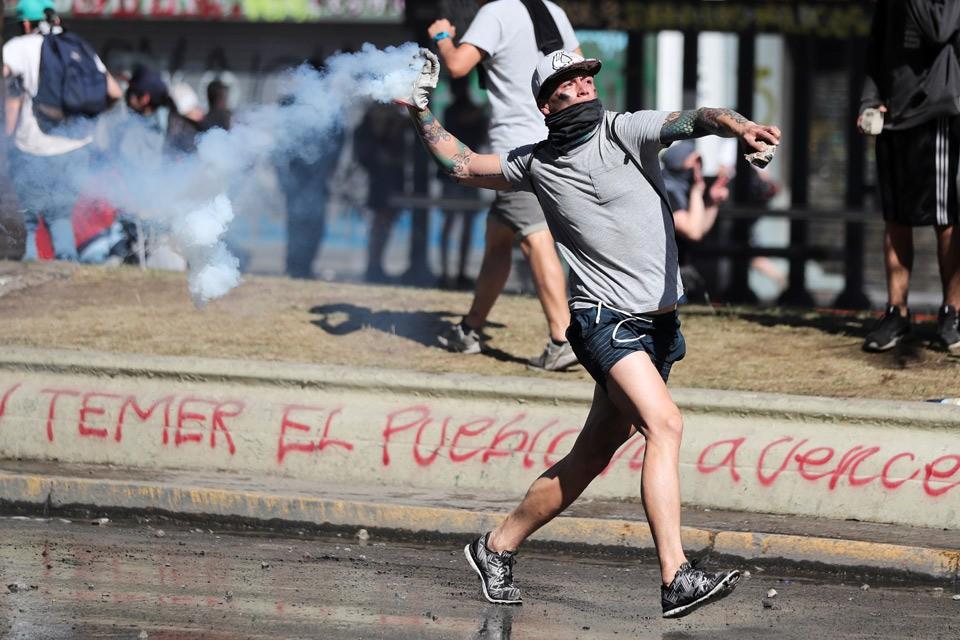 Улицы городов Латинской Америки всё чаще напоминают места сражений.