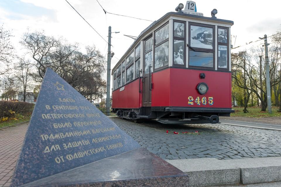 Благодаря трамвайщикам Ленинграда, армия пополнилась новыми самолетами, а снайперу-богатырю достались теплые валенки.