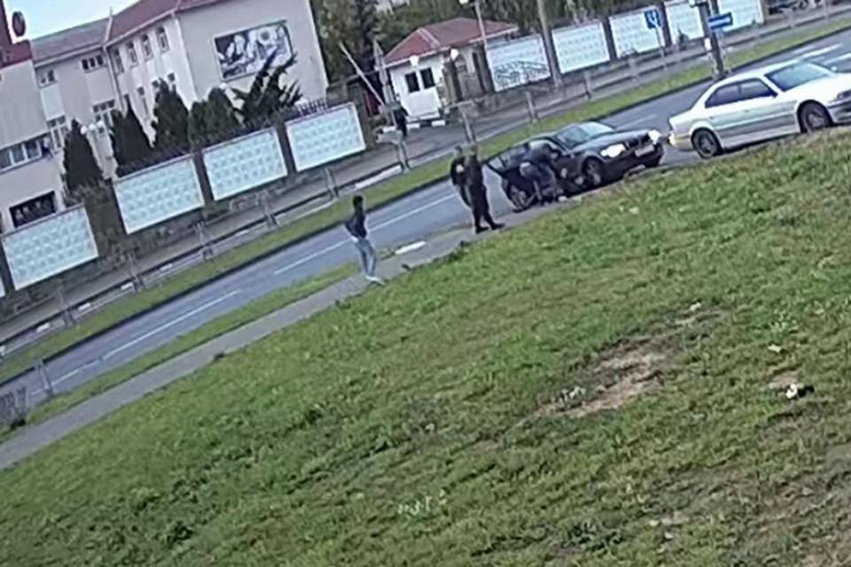 Милиция нашла злоумышленников, которые ограбили мужчину, когда он садился в такси. Фото: МВД.