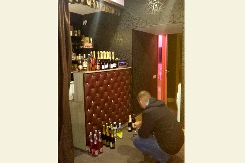 Массажистки из салона продавали кемеровчанам нелегальный алкоголь. ФОТО: ГУ МВД России по Кемеровской области.