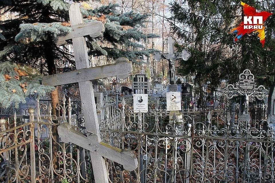 Самым известным кладбищенским приведением является призрак миллионера и мецената Николая Бугрова.