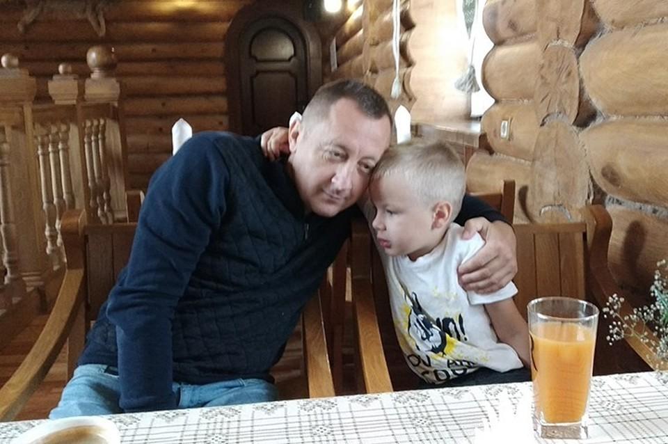 Мама Михаэля очень переживает за сына и его отца, которые пропали 28 октября.