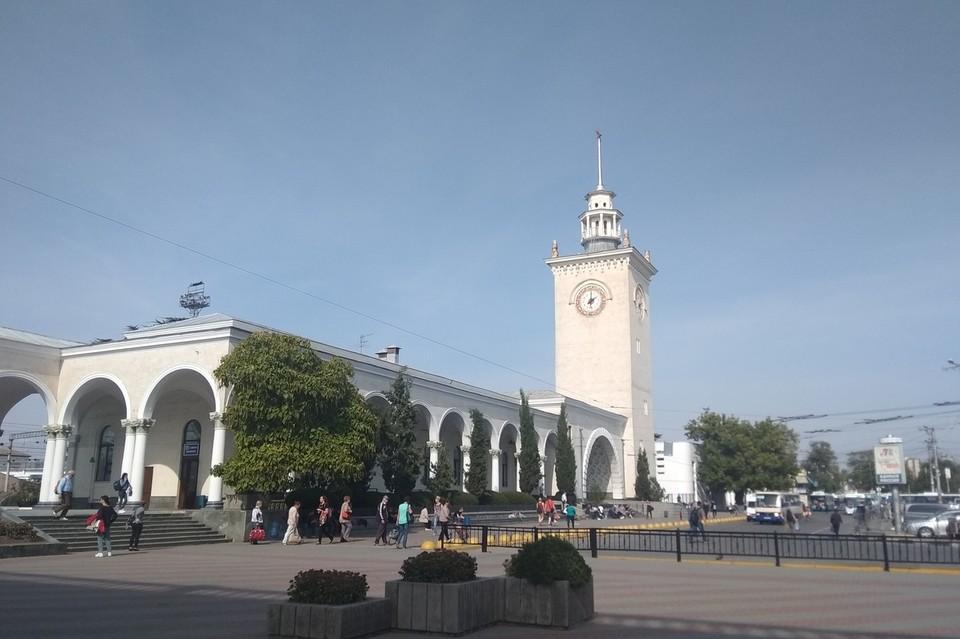Симферопольский вокзал ждет материковых пассажиров