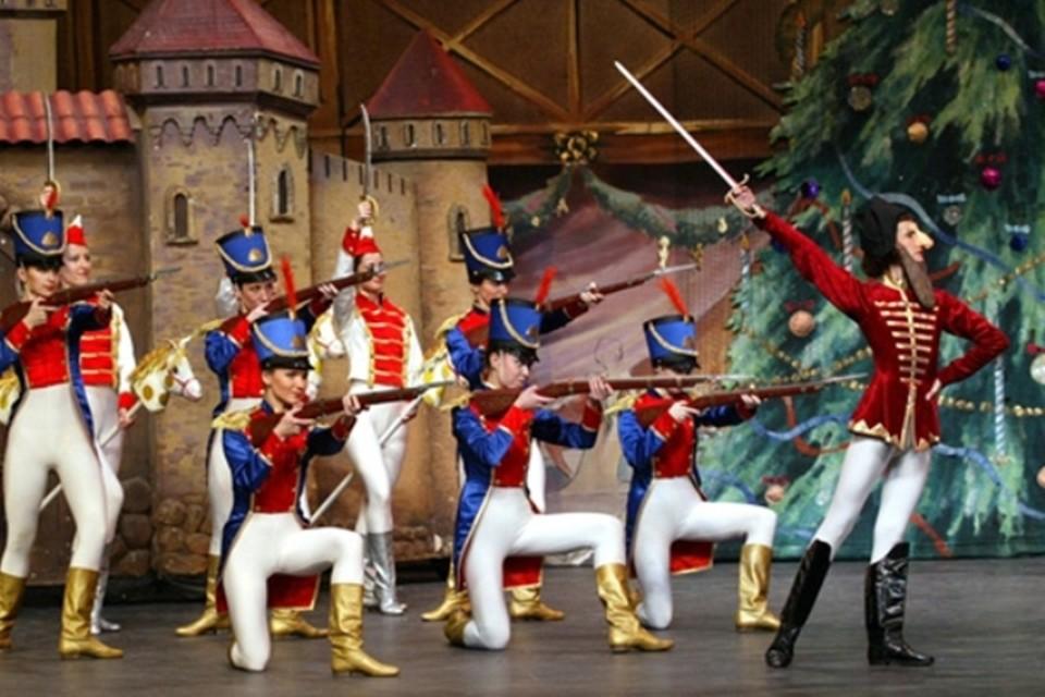 Один из самых знаменитых в мире балетов - это балет Петра Ильича Чайковского на либретто Мариуса Петипа «Щелкунчик» в двух действиях. Фото: balet-spb.ru