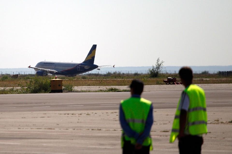 Врачи констатировали смерть пожилого пассажира уже после посадки лайнера