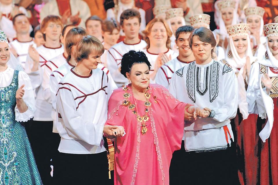 Людмила Георгиевна во время съемок фильма-концерта к своему 80-летию. Съемки шли 27 мая 2009 года, а уже 1 июля певица умерла.
