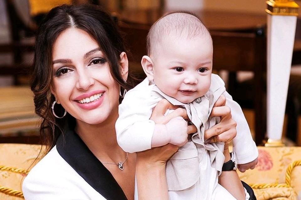 Оксана Воеводина с сыном Леоном.