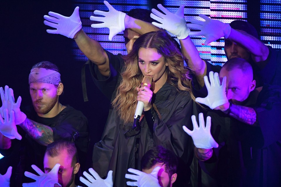 Бузова отпела в Москве последнее шоу «Под звуки поцелуев»
