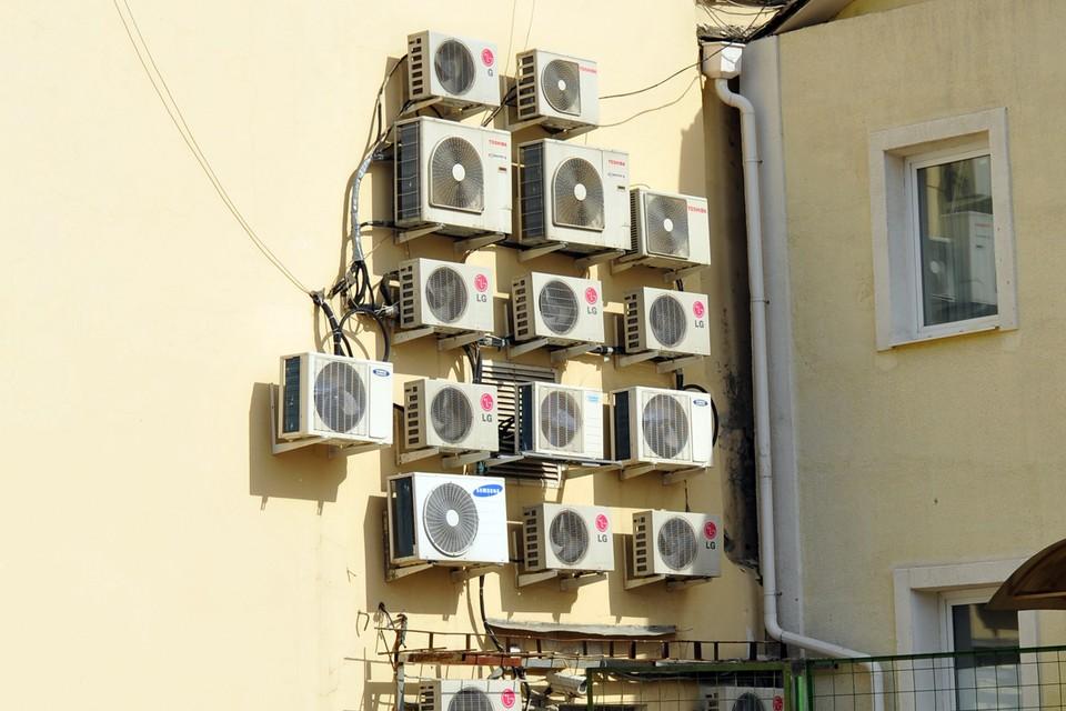 По мнению депутатов, холодильные ящики смотрятся пошло и портят весь вид фасадов