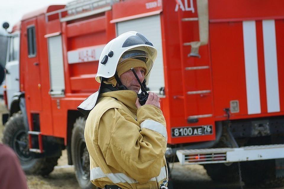 На ненастоящий пожар приехали 19 спасателей.